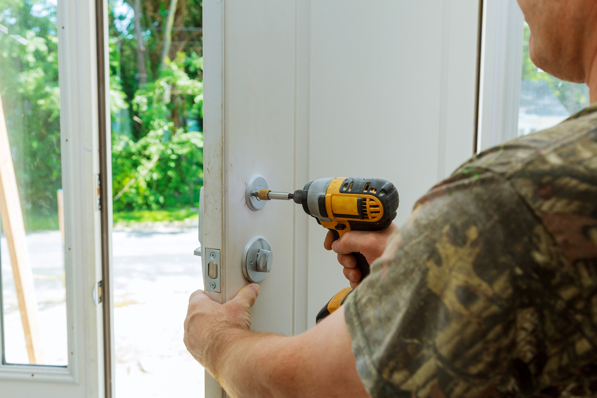 Picture of locksmith in Cottonwood Heights installing a deadbolt